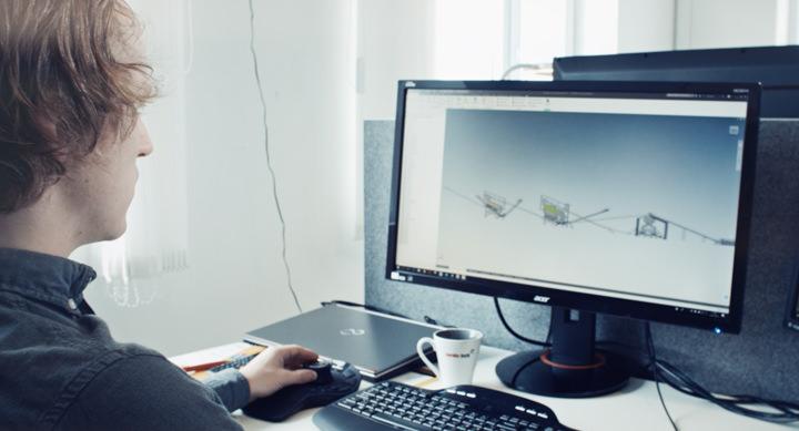 Asgeir Austigard, teknisk tegner i Nordic Bulk, lager pukkverket i Auto CAD.