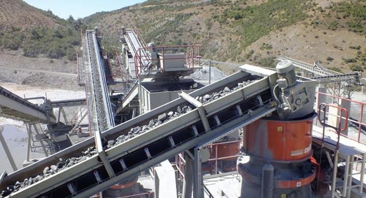 Anlegg blir så godt som støvfritt med støvdemping fra Sismak Dust Solutions. Her fra et tørt område i Tyrkia.