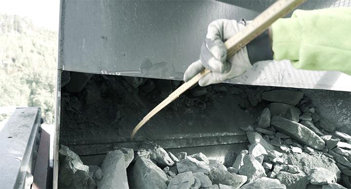 Nedløp i pukkverk måles av industrimontør